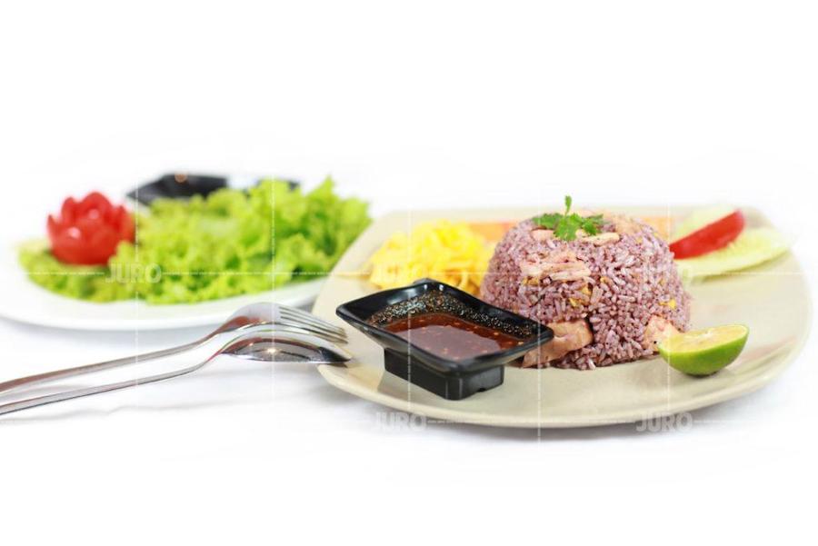 Chụp hình giới thiệu món ăn của JCV