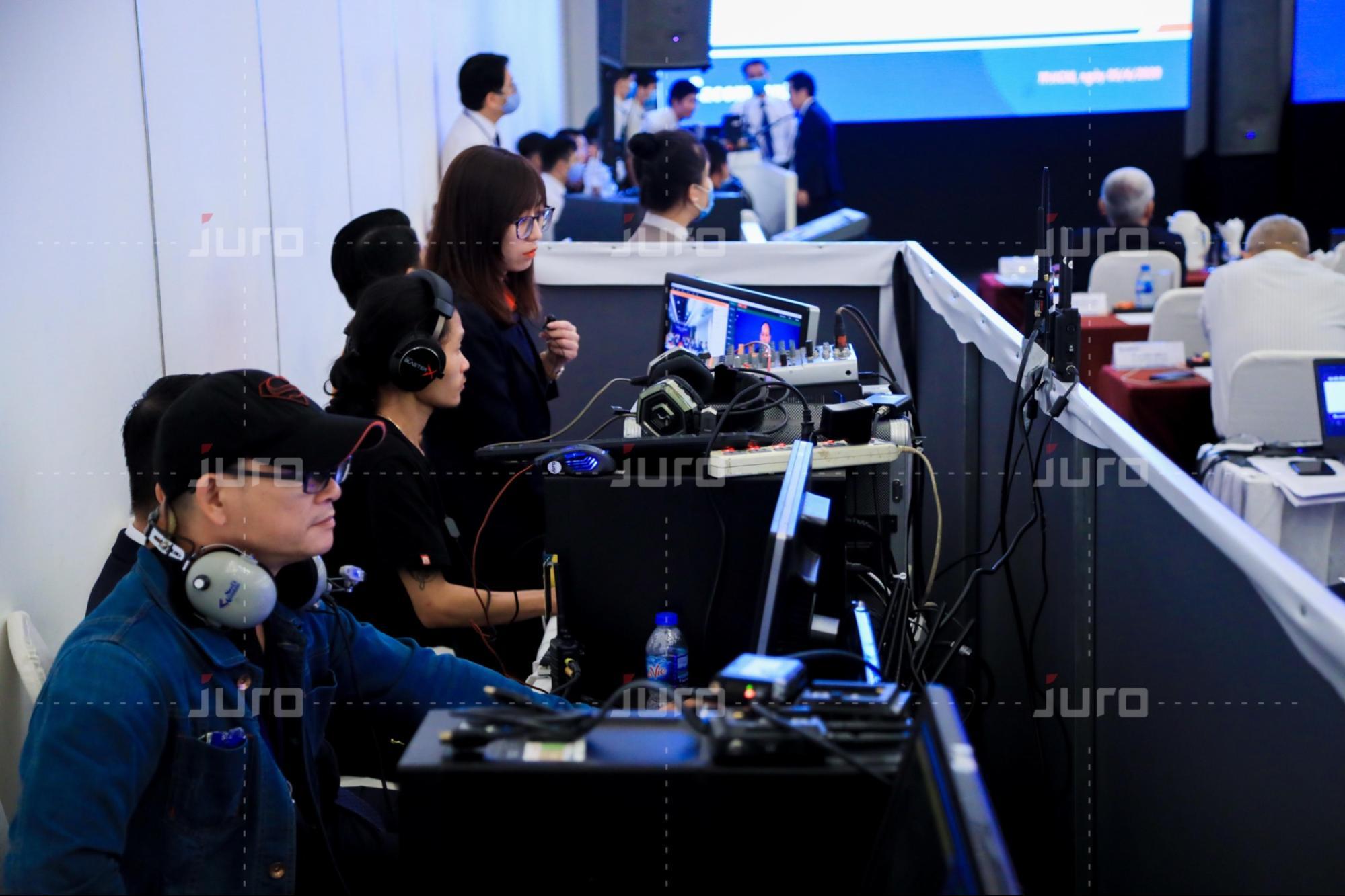 JURO - Đội ngũ hậu cần máy móc thiết bị hiện đại