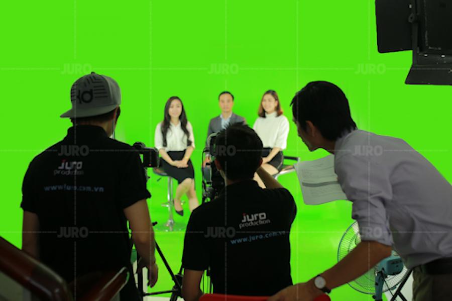 Thực hiện chương trình livestream talkshow